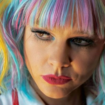 promising-young-woman-rainbow-wig