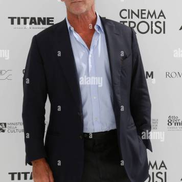 french-actor-vincent-lindon-poses-for-photographers-during-the-presentation-of-the-film-titan-at-new-troisi-cinema-in-rome-rome-italy-september-20th-2021-photo-samantha-zucchi-insidefot